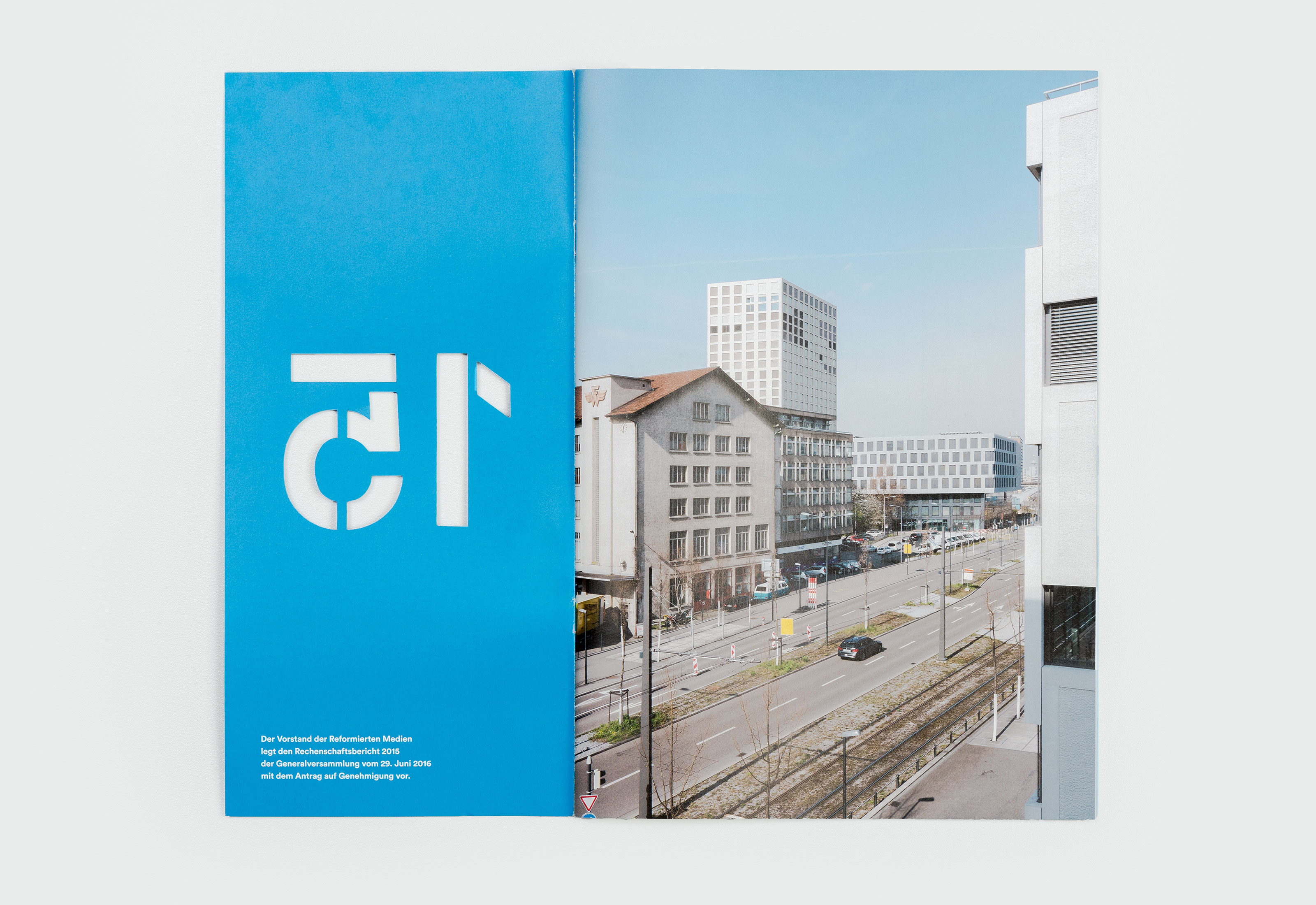 Reformierte Medien – Jahresbericht 2015, cover open ©Atelier Pol × Barbara Hess
