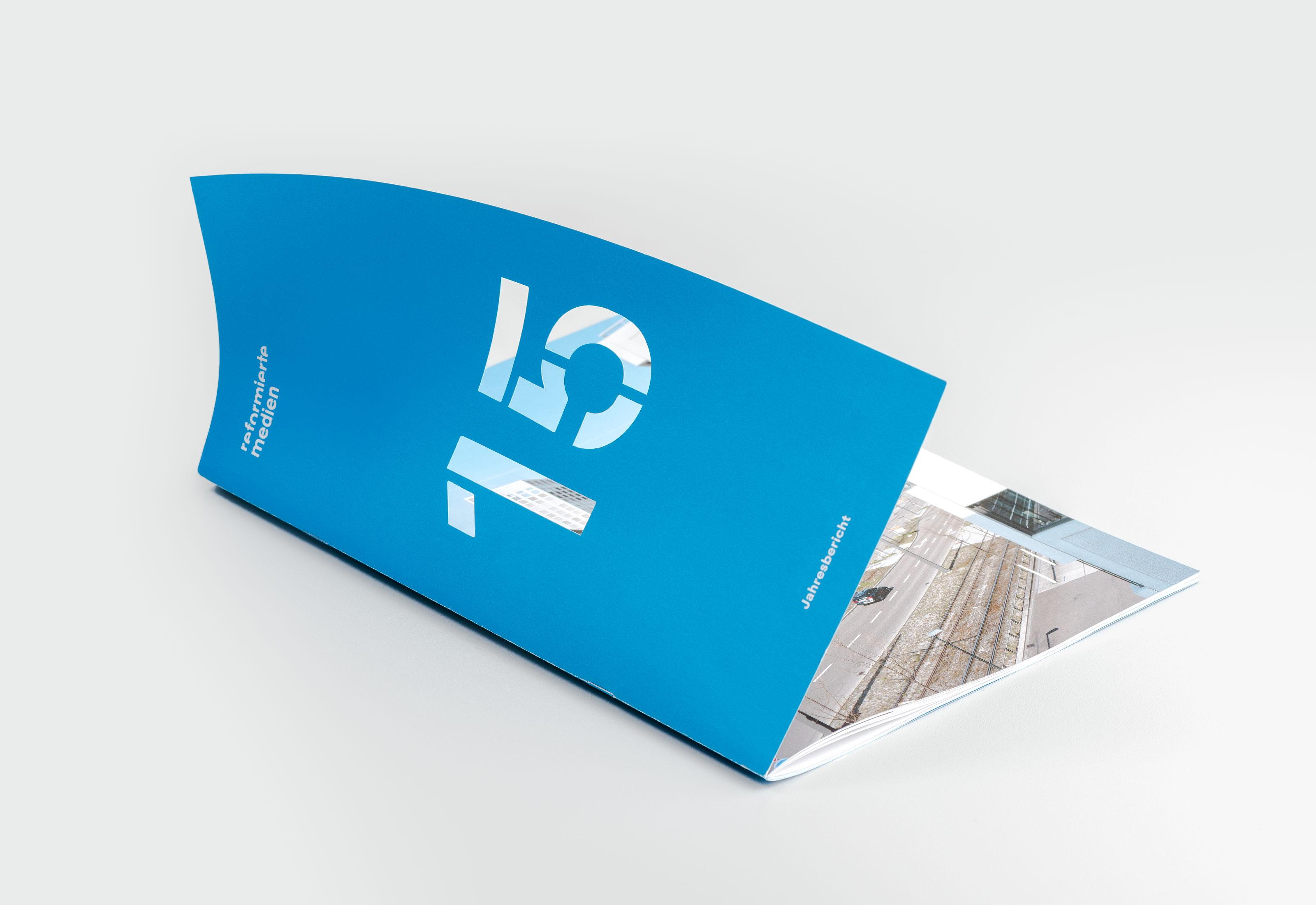 Reformierte Medien – Jahresbericht 2015, cover full ©Atelier Pol × Barbara Hess