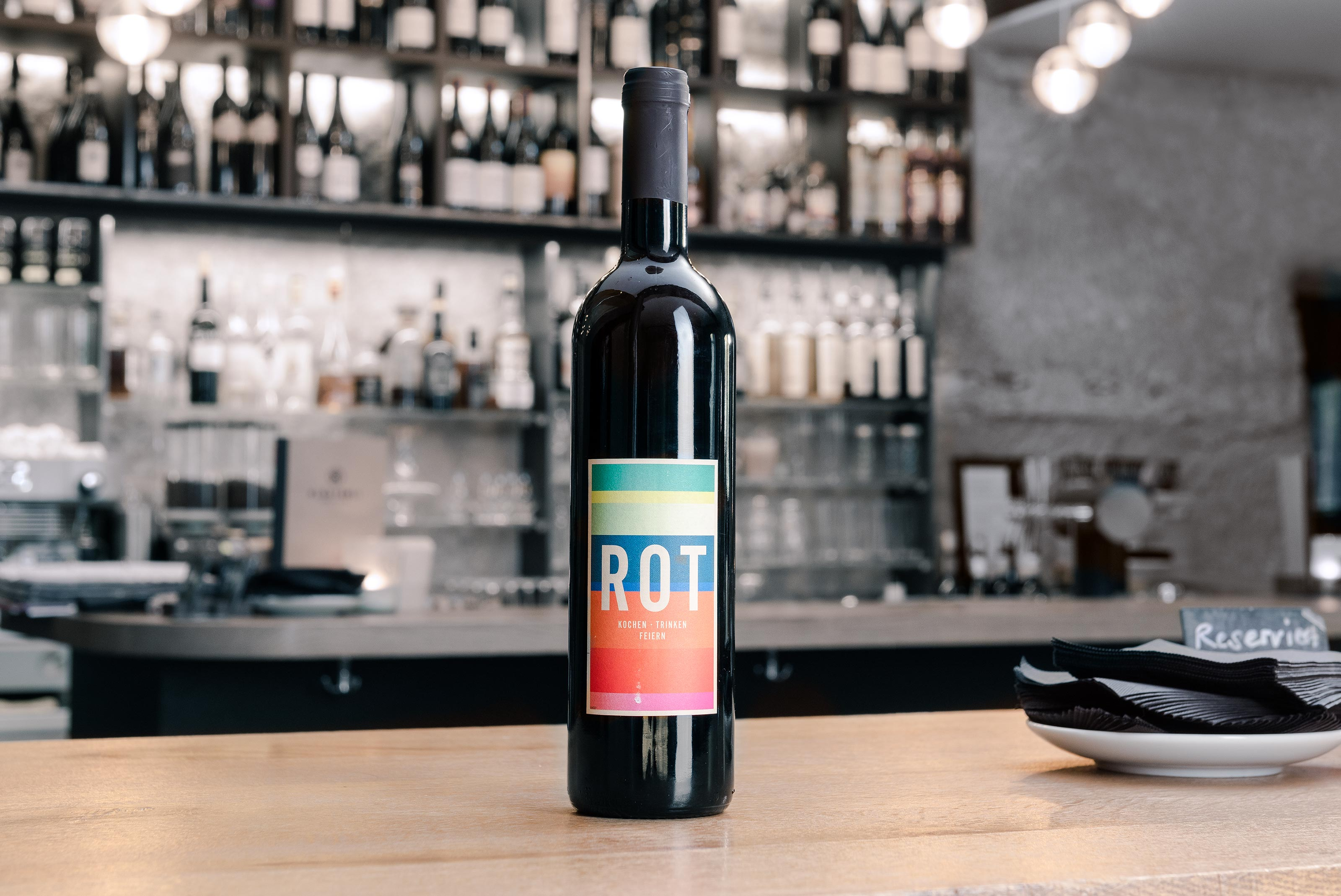 Weinerlei – Rot, bottle ©Atelier Pol × Barbara Hess × Klösterli
